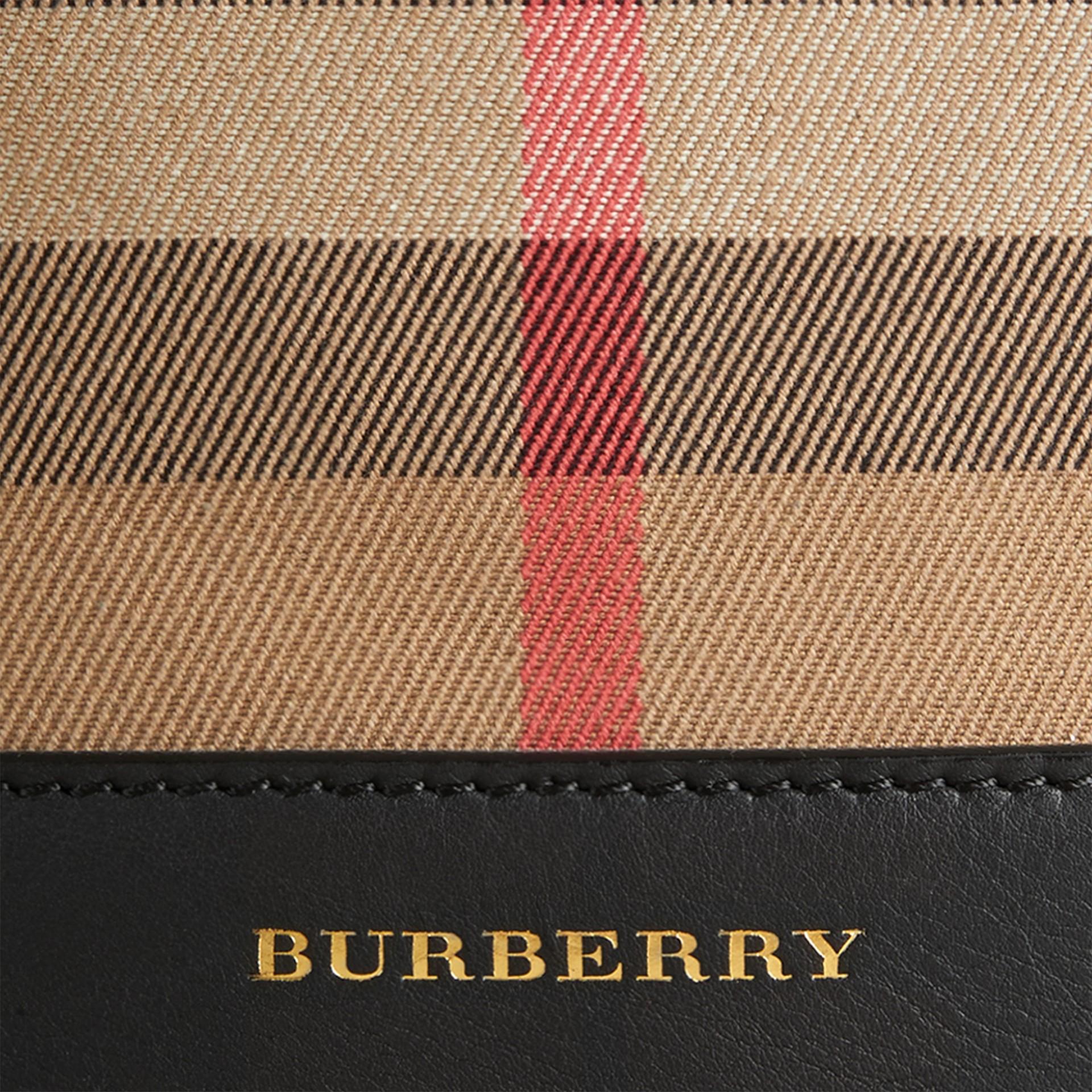 Noir Sac Burberry Bucket en coton à motif House check et cuir Noir - photo de la galerie 2