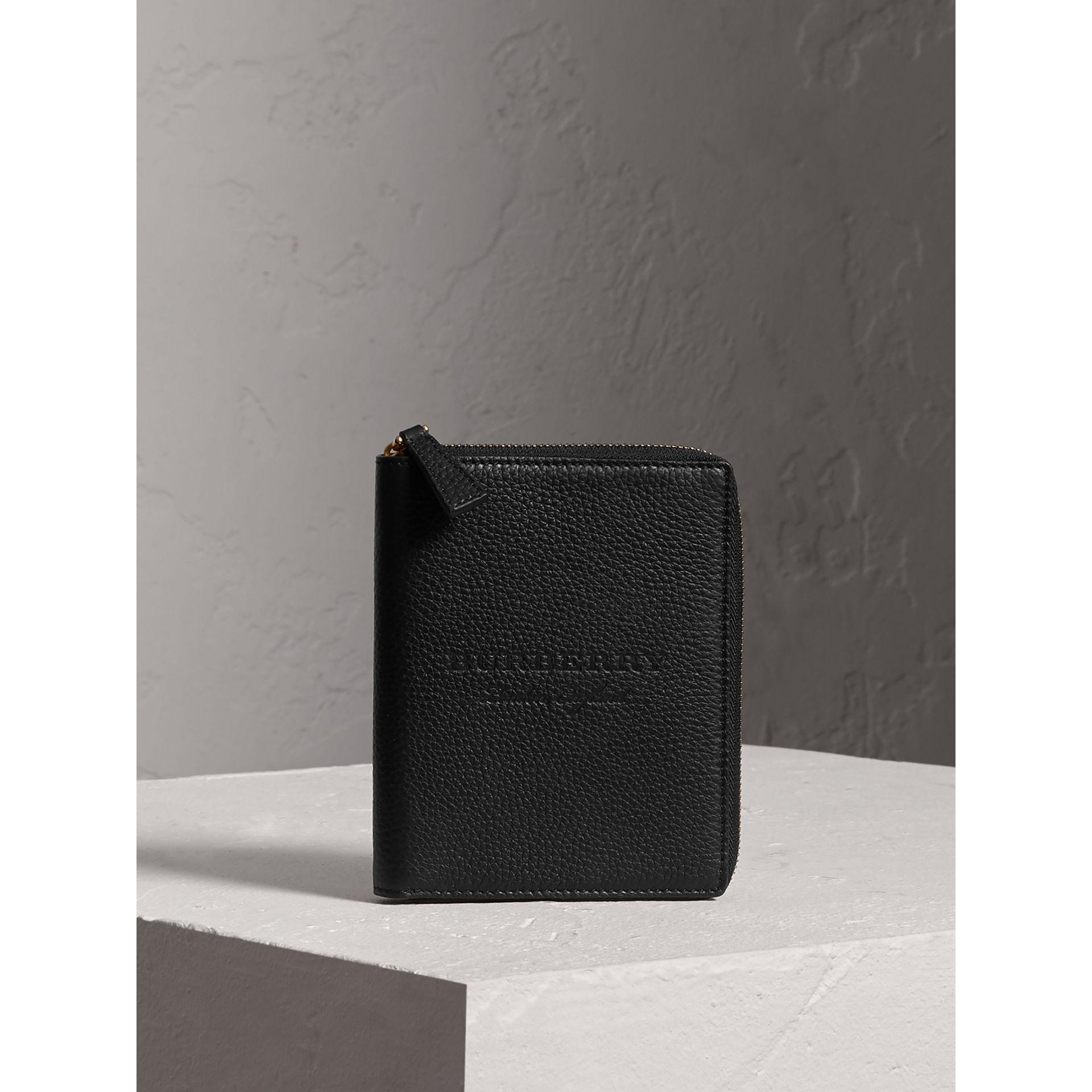 Embossed Grainy Leather Ziparound A6 Notebook Case in Black | Burberry - gallery image 4