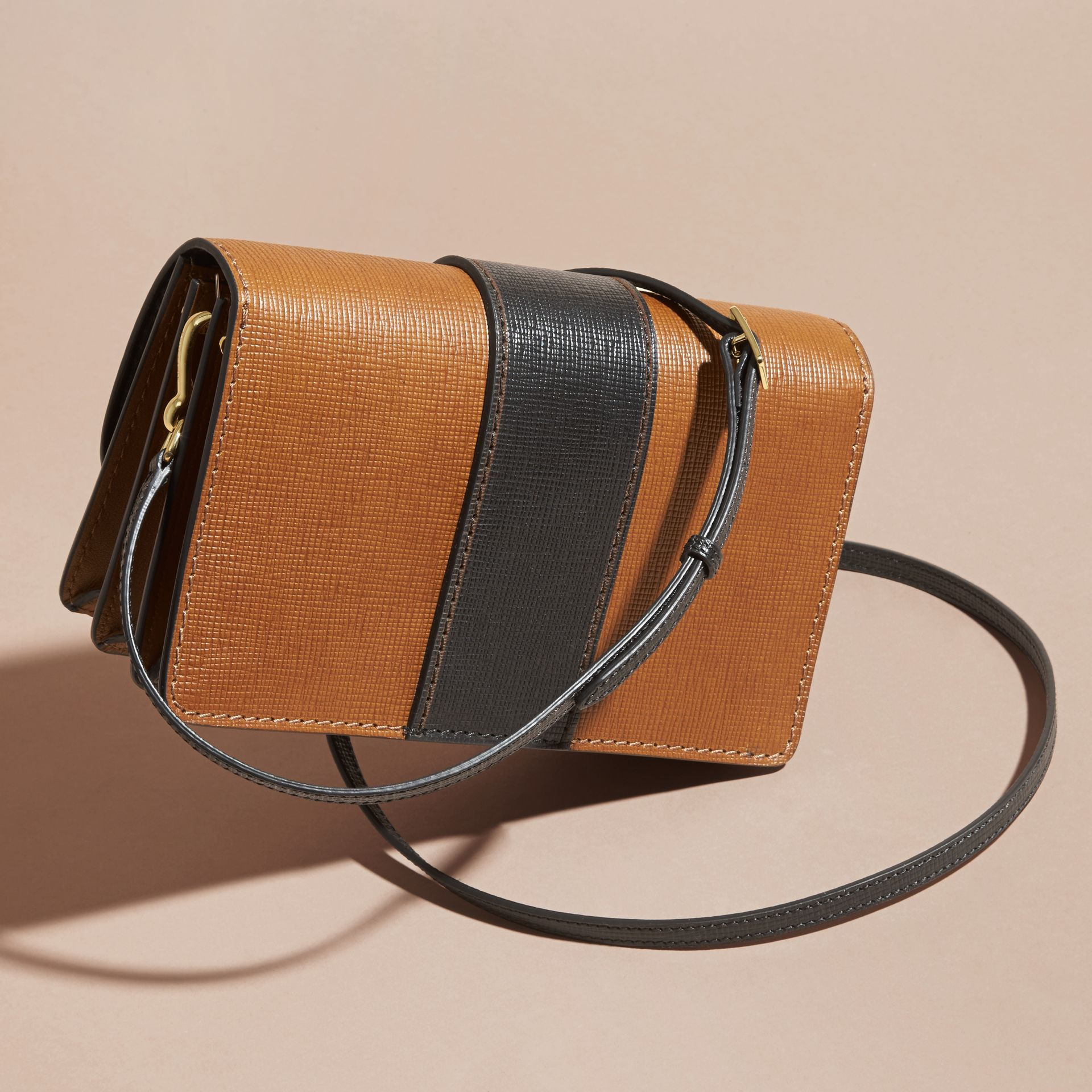 The Medium Buckle Bag in Textured Leather Tan/black - gallery image 5