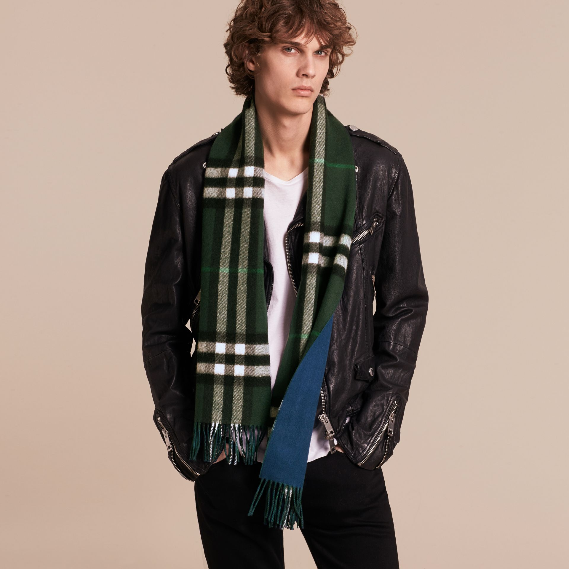 Reversible Check Cashmere and Block-colour Scarf Dark Forest Green/marine Blue - gallery image 4