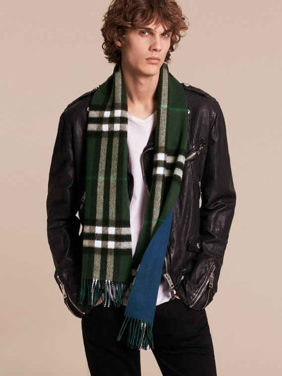 Reversible Check Cashmere and Block-colour Scarf Dark Forest Green/marine Blue - cell image 3