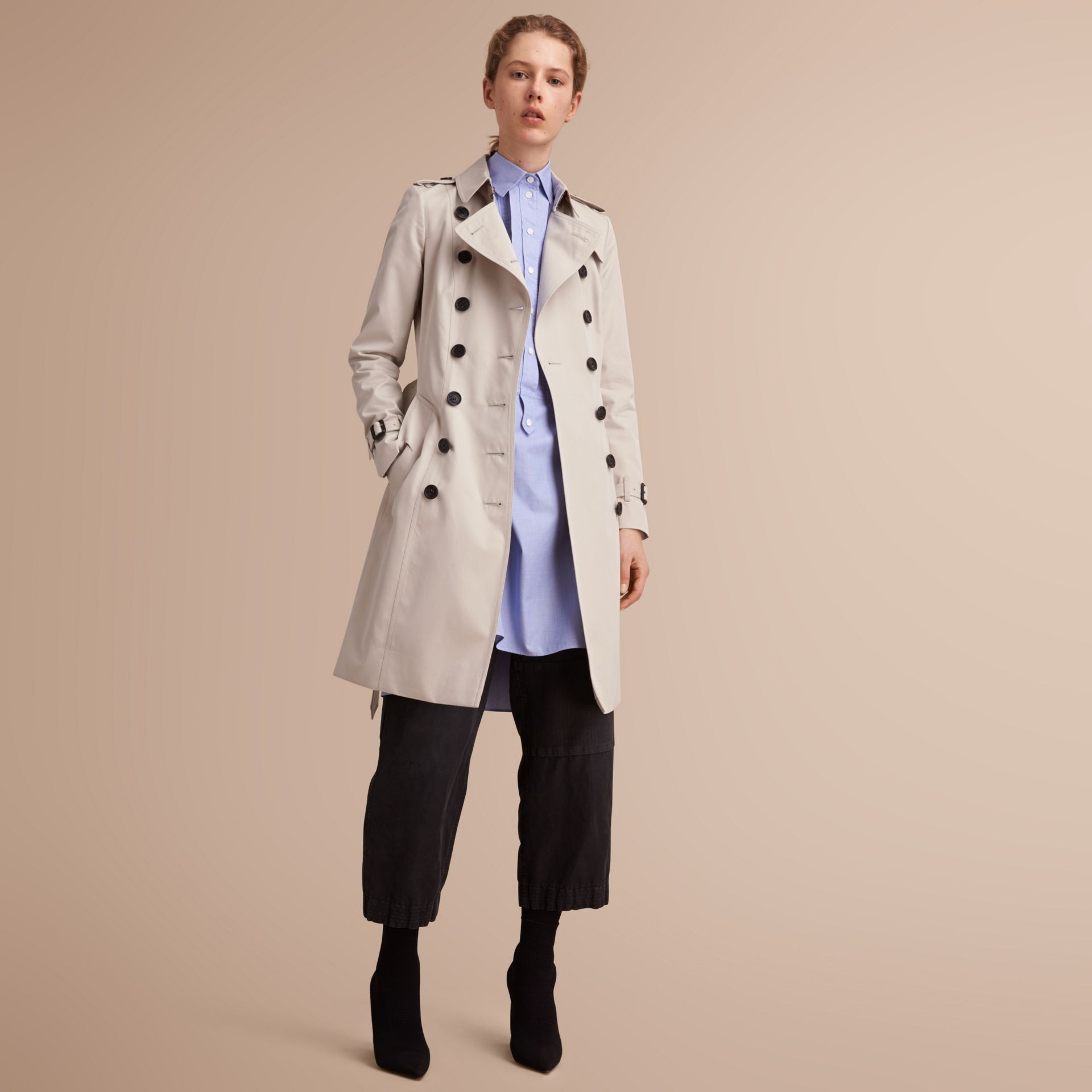 The Chelsea – Long Heritage Trench Coat in Stone - Women | Burberry - gallery image 6