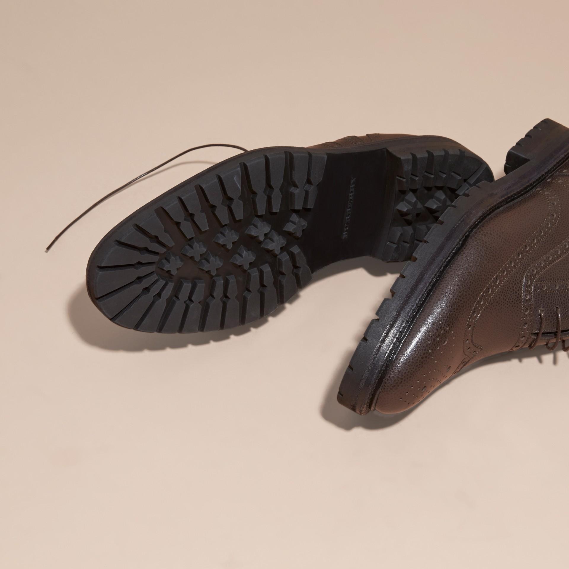 Chocolat amer Chaussures Richelieu en cuir grené à bout golf avec semelles en caoutchouc Chocolat Amer - photo de la galerie 5