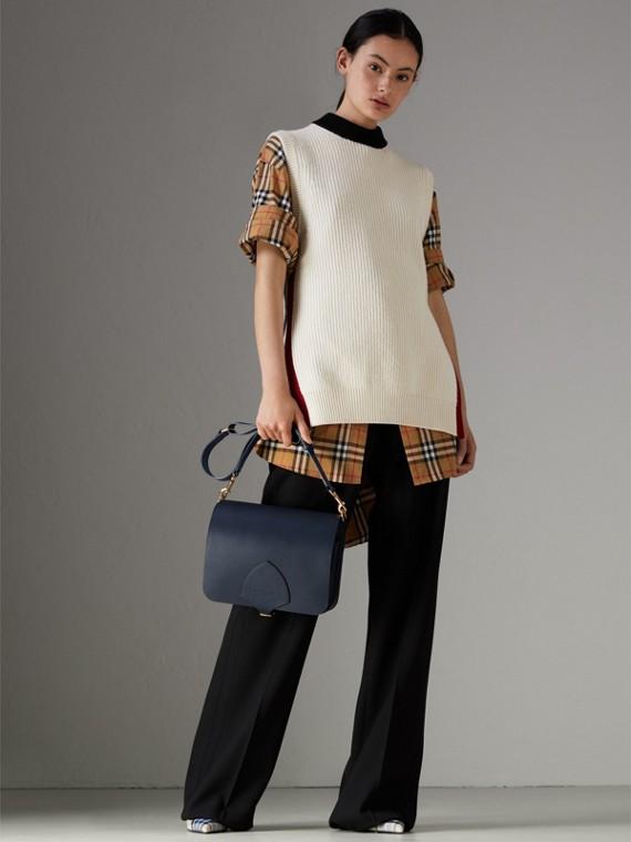 Grand sac The Satchel carré en cuir (Indigo Moyen) - Femme | Burberry Canada - cell image 2