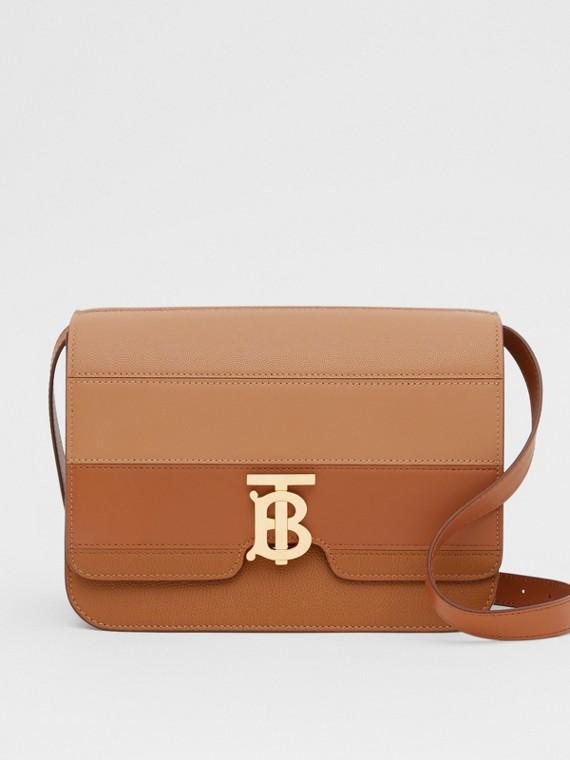 Mittelgroße TB Bag aus Leder im Paneldesign (Ahornfarben)