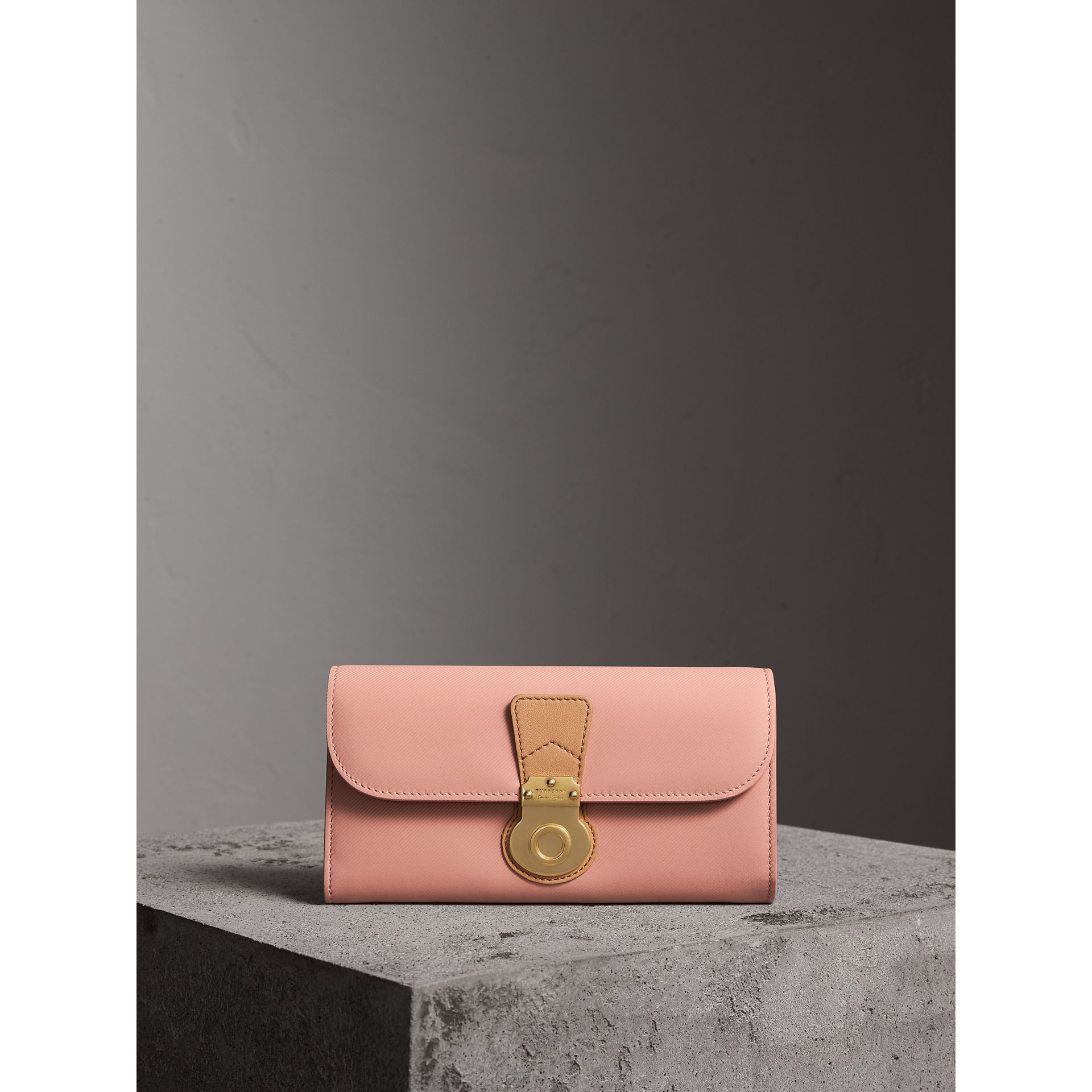 Two-tone Trench Leather Continental Wallet in Ash Rose/pale Clementine - Women | Burberry - gallery image 4