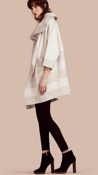 Manteau oversize à large col en laine et cachemire extensibles
