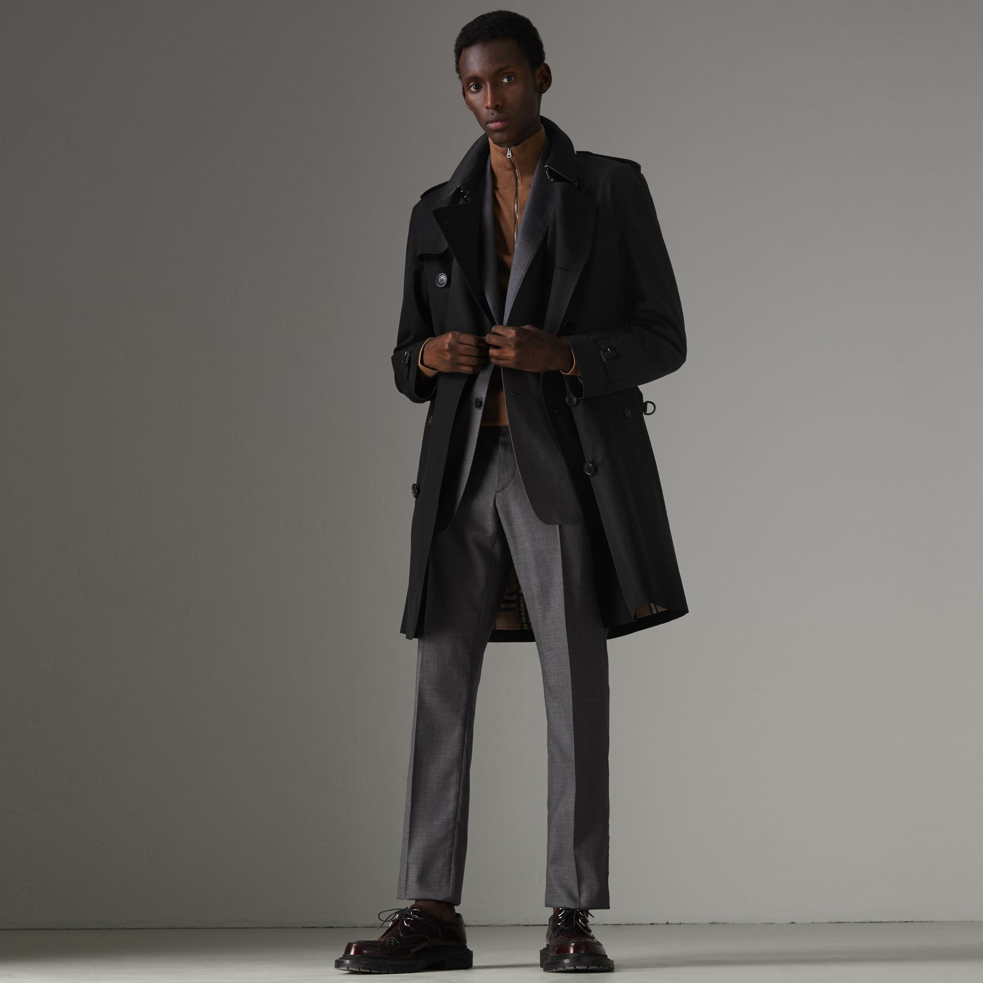 The Kensington Heritage Trench Coat in Black - Men | Burberry - gallery image 8