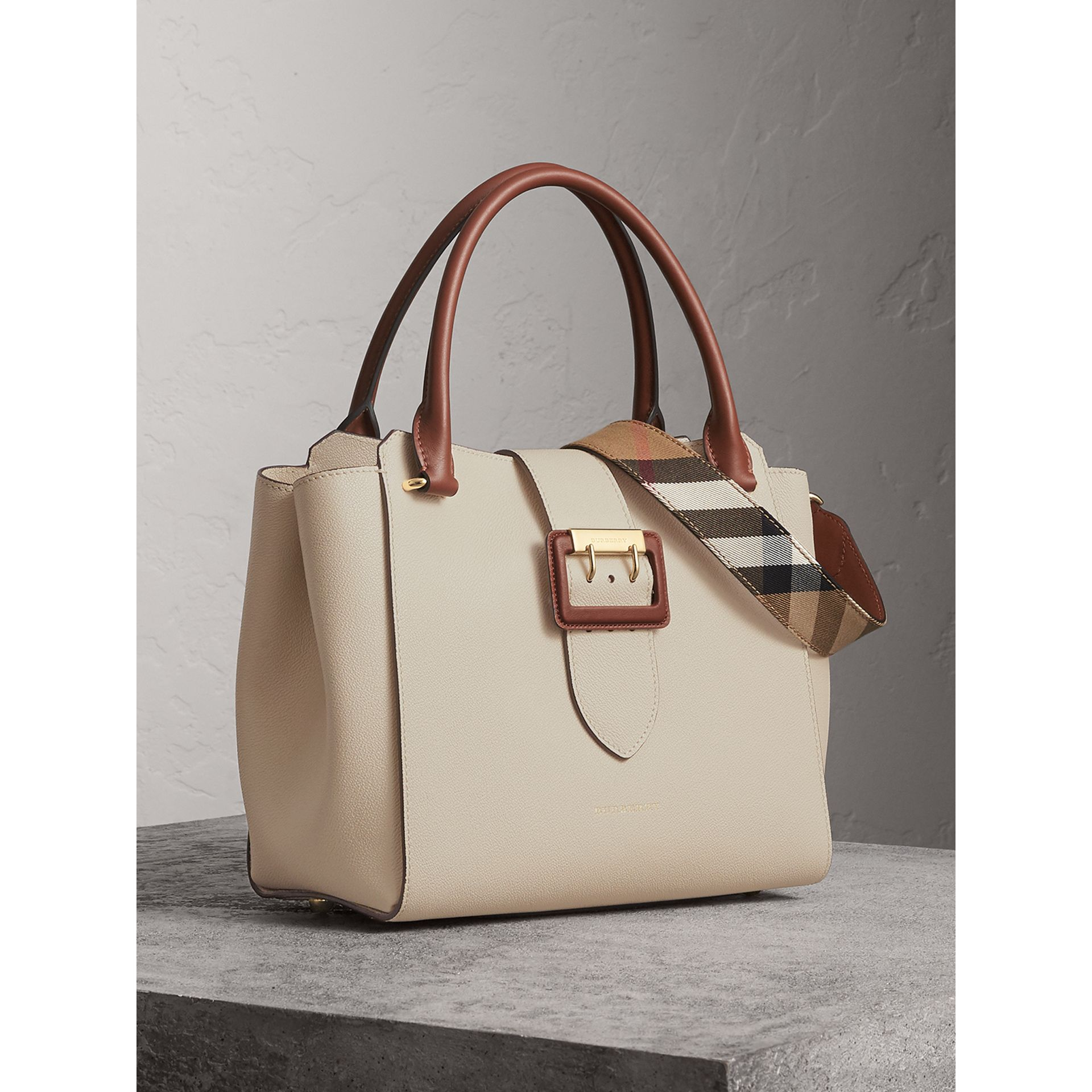 The Medium Buckle Tote in Two-tone Grainy Leather in Limestone - Women | Burberry United Kingdom - gallery image 8