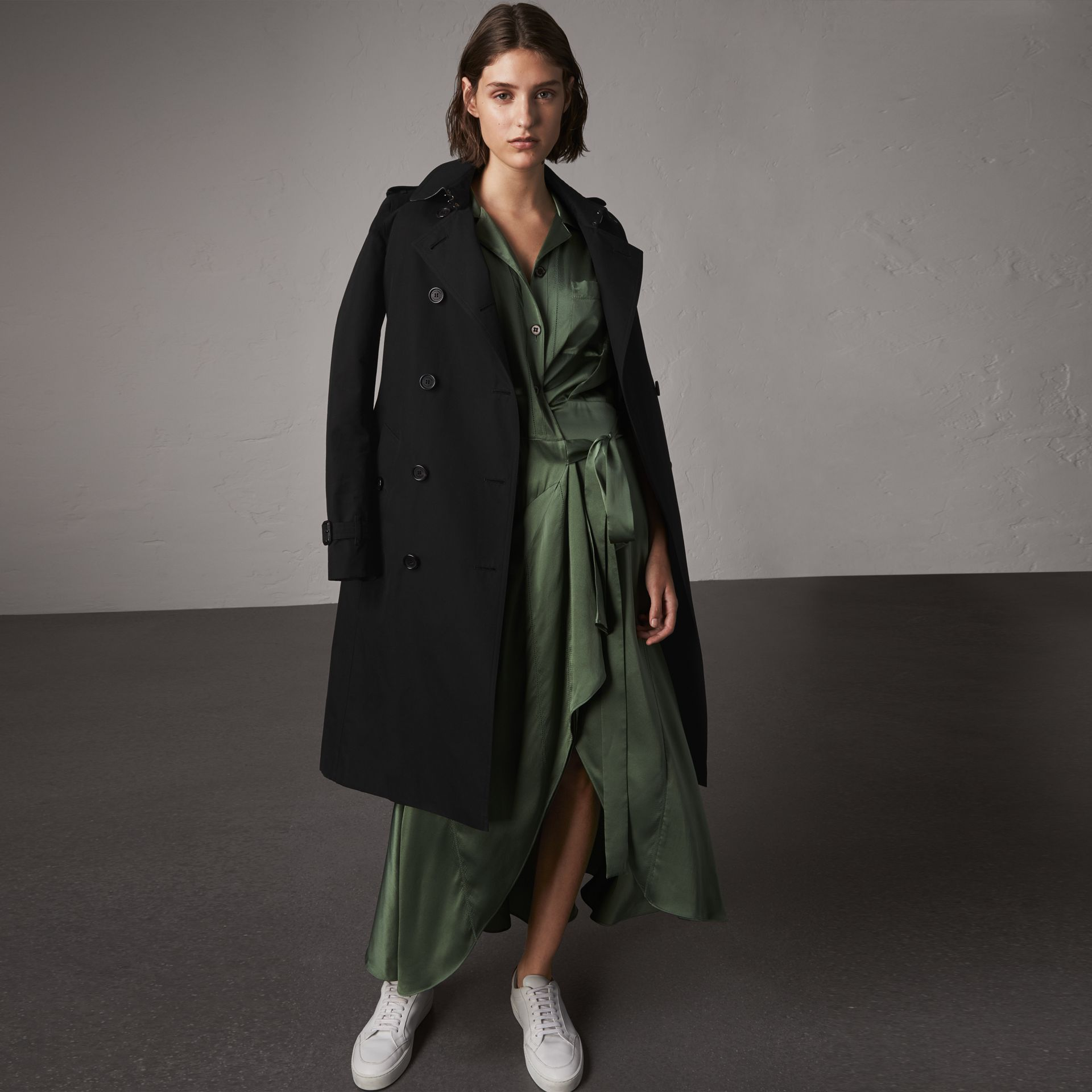 The Kensington – Extra-long Trench Coat in Black - Women | Burberry Canada - gallery image 0