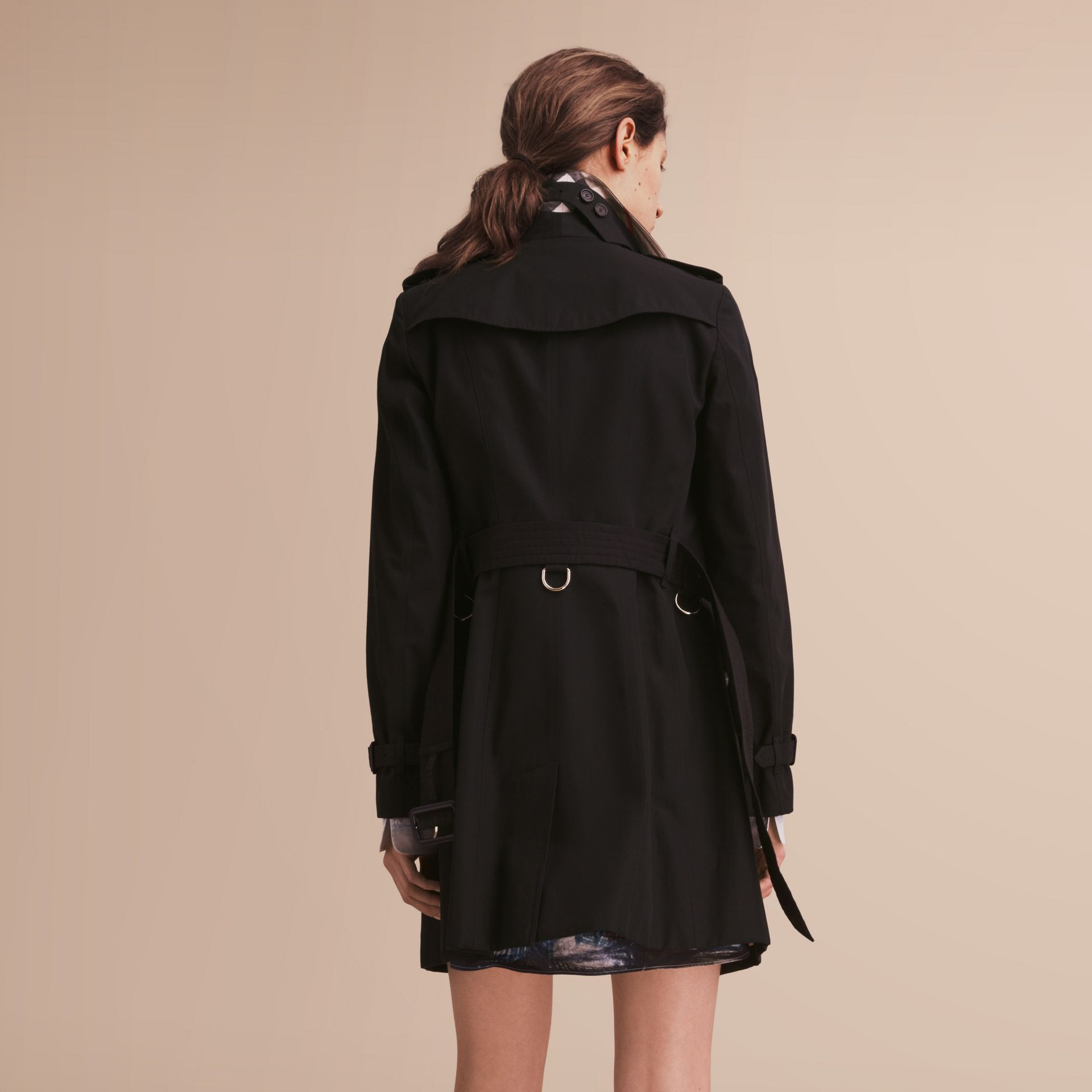 The Sandringham – Mid-Length Heritage Trench Coat in Black - Women | Burberry - gallery image 3