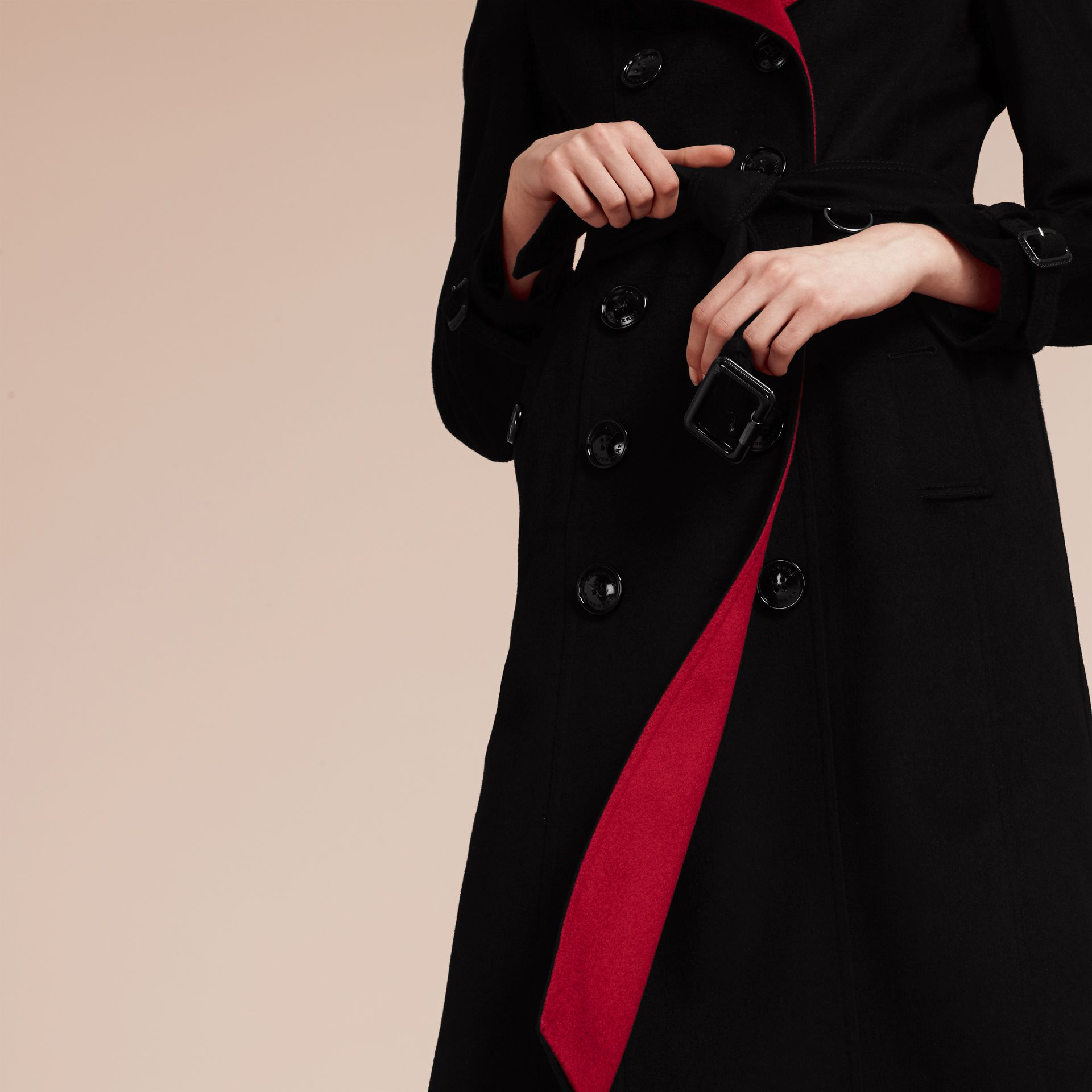 Noir Trench-coat en cachemire de coupe slim - photo de la galerie 7