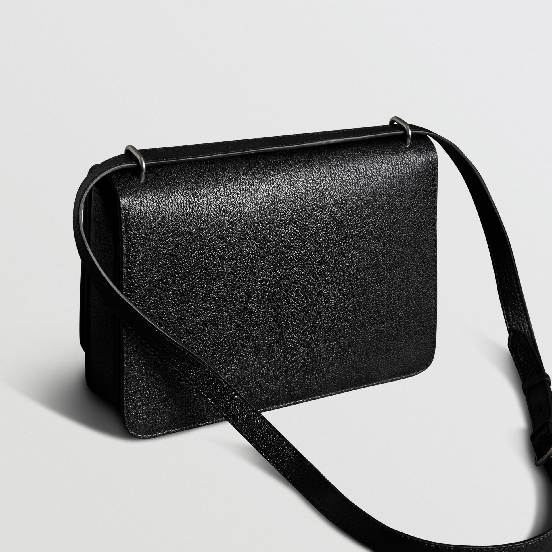 The Medium Leather D-ring Bag in Black - Women | Burberry Canada - gallery image 4