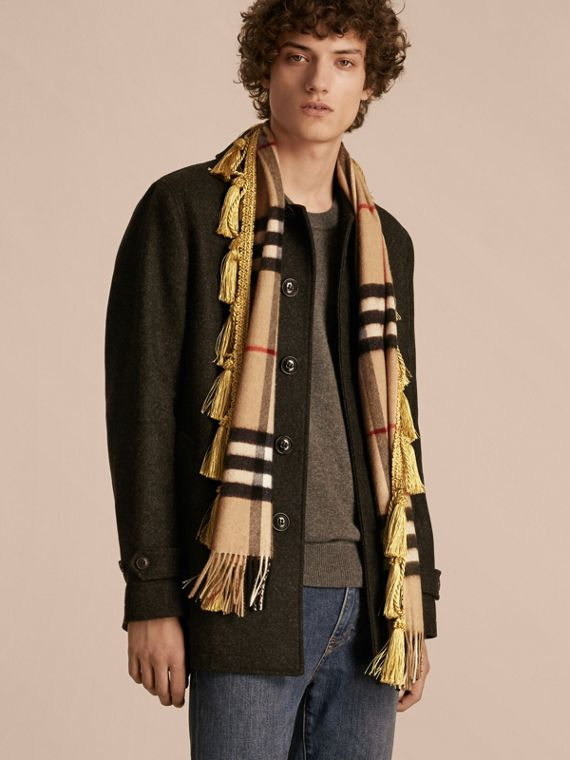 The Classic Cashmere Scarf in Check with tassels - cell image 3