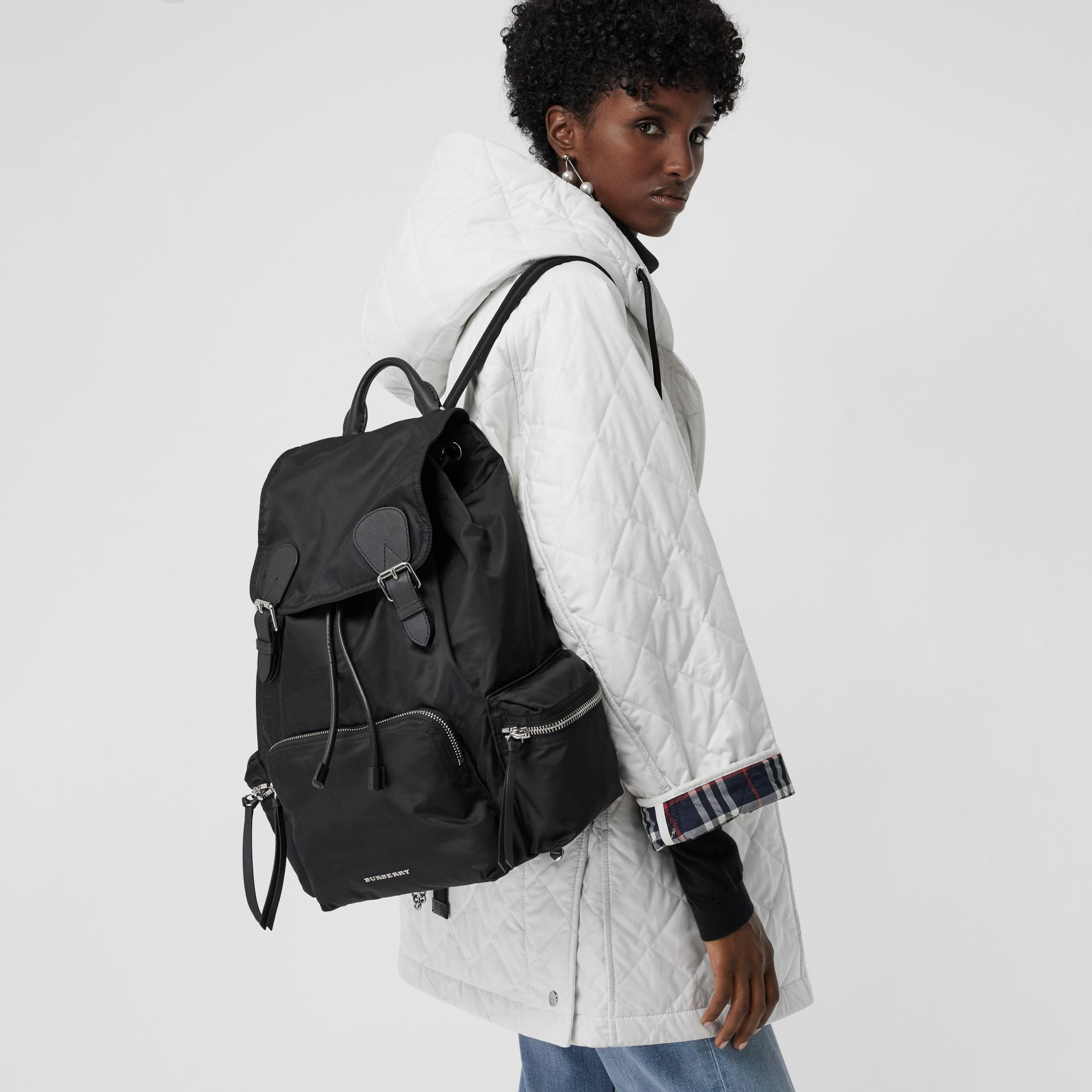 Grand sac The Rucksack en nylon technique et cuir (Noir) - Femme | Burberry Canada - photo de la galerie 3