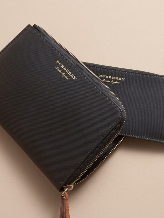 Two-tone Trench Leather Travel Wallet in Black - Men | Burberry Canada - cell image 3