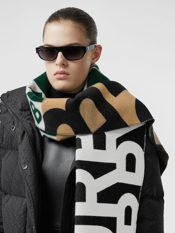 Contrast Logo Graphic Wool Silk Jacquard Scarf in Dark Pine Green | Burberry United Kingdom - cell image 2