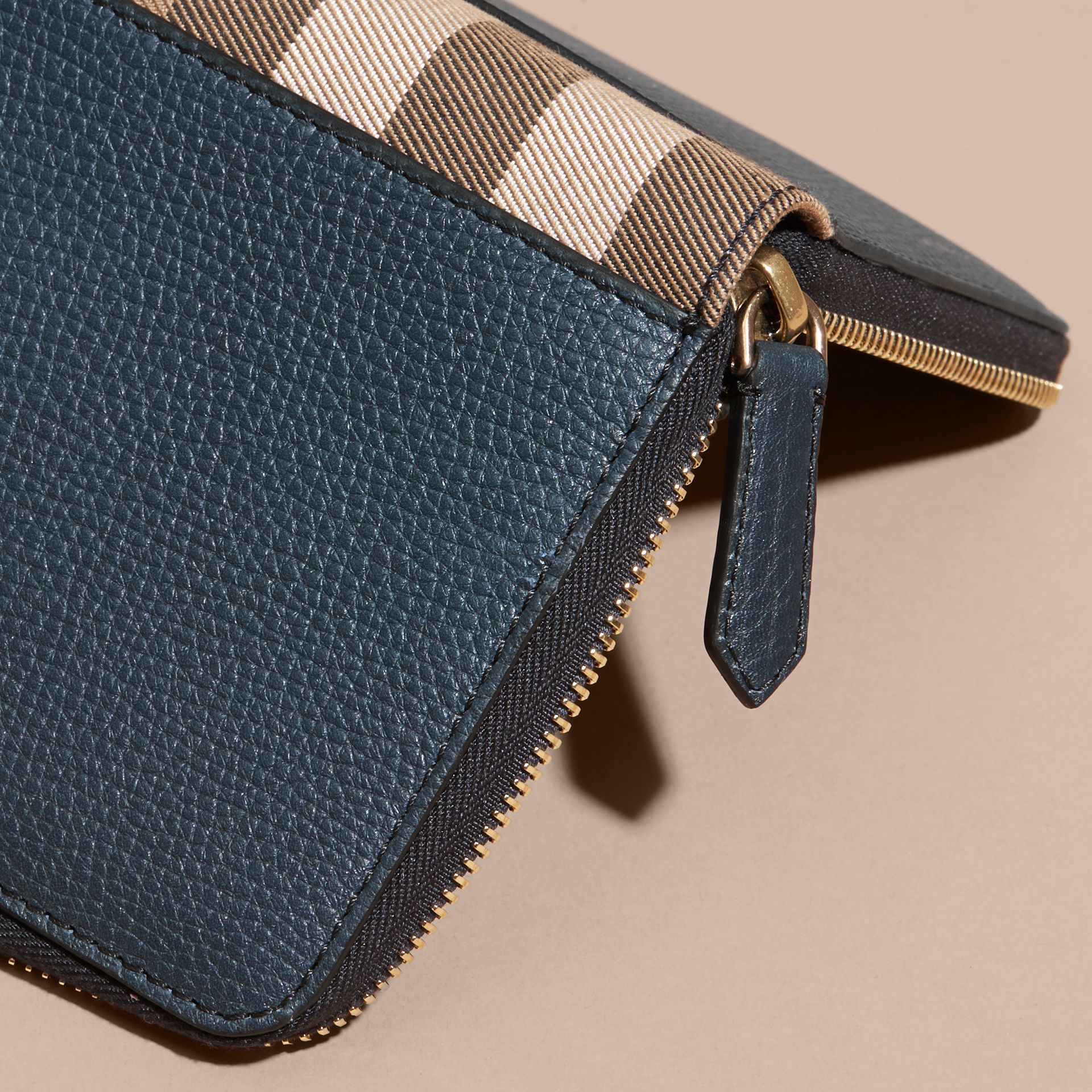 House Check and Grainy Leather Ziparound Wallet in Storm Blue | Burberry Canada - gallery image 4