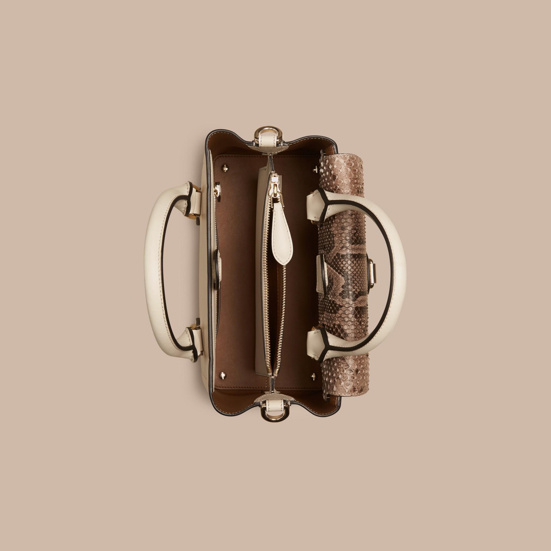 Steinfarben The Small Saddle Bag aus Glattleder und Pythonleder - Galerie-Bild 5