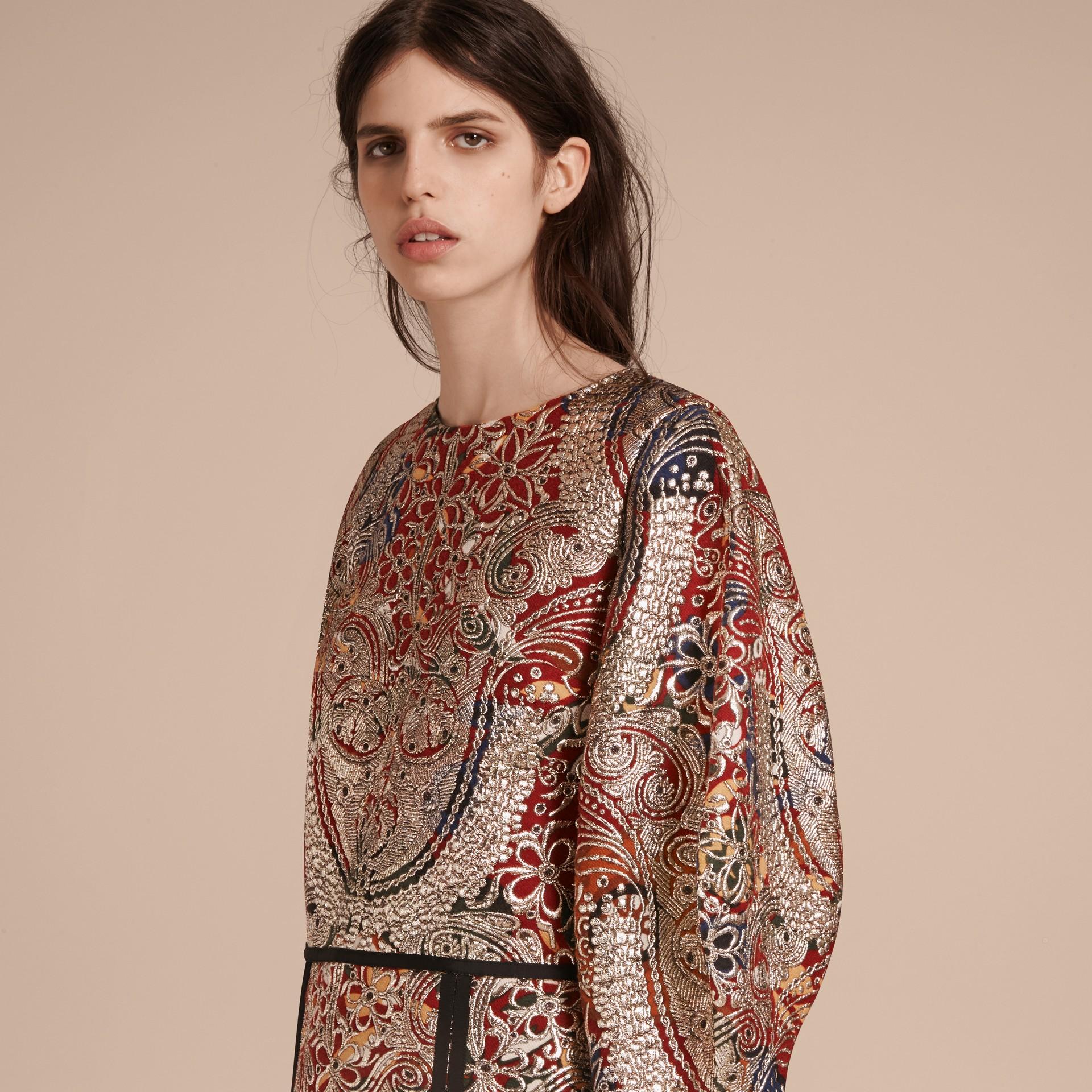 Brun roux Robe à manches sculpturales avec motif floral métallisé en jacquard - photo de la galerie 5