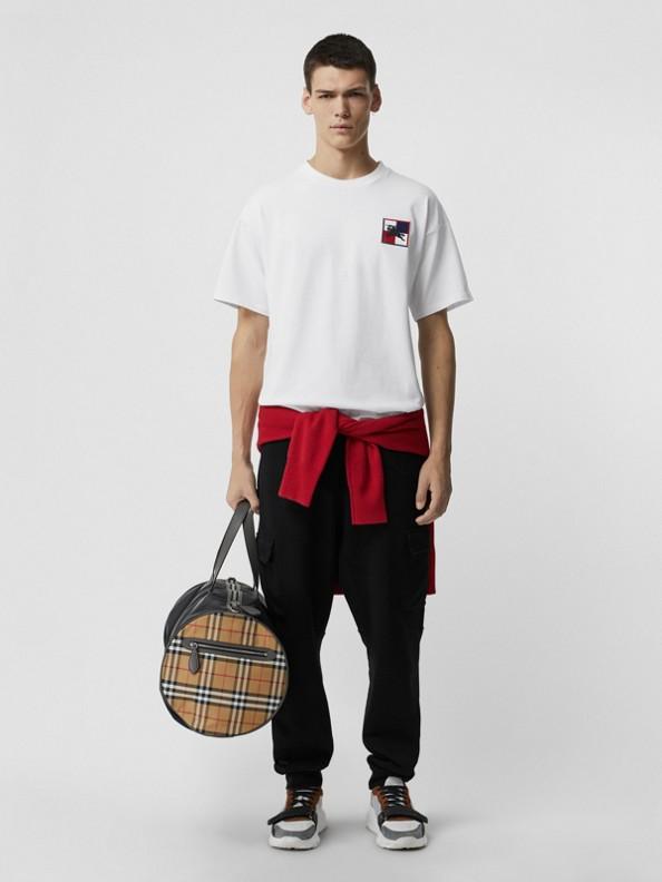 T-Shirt aus Baumwolle mit Schachbrett-Ritteremblem (Weiss)
