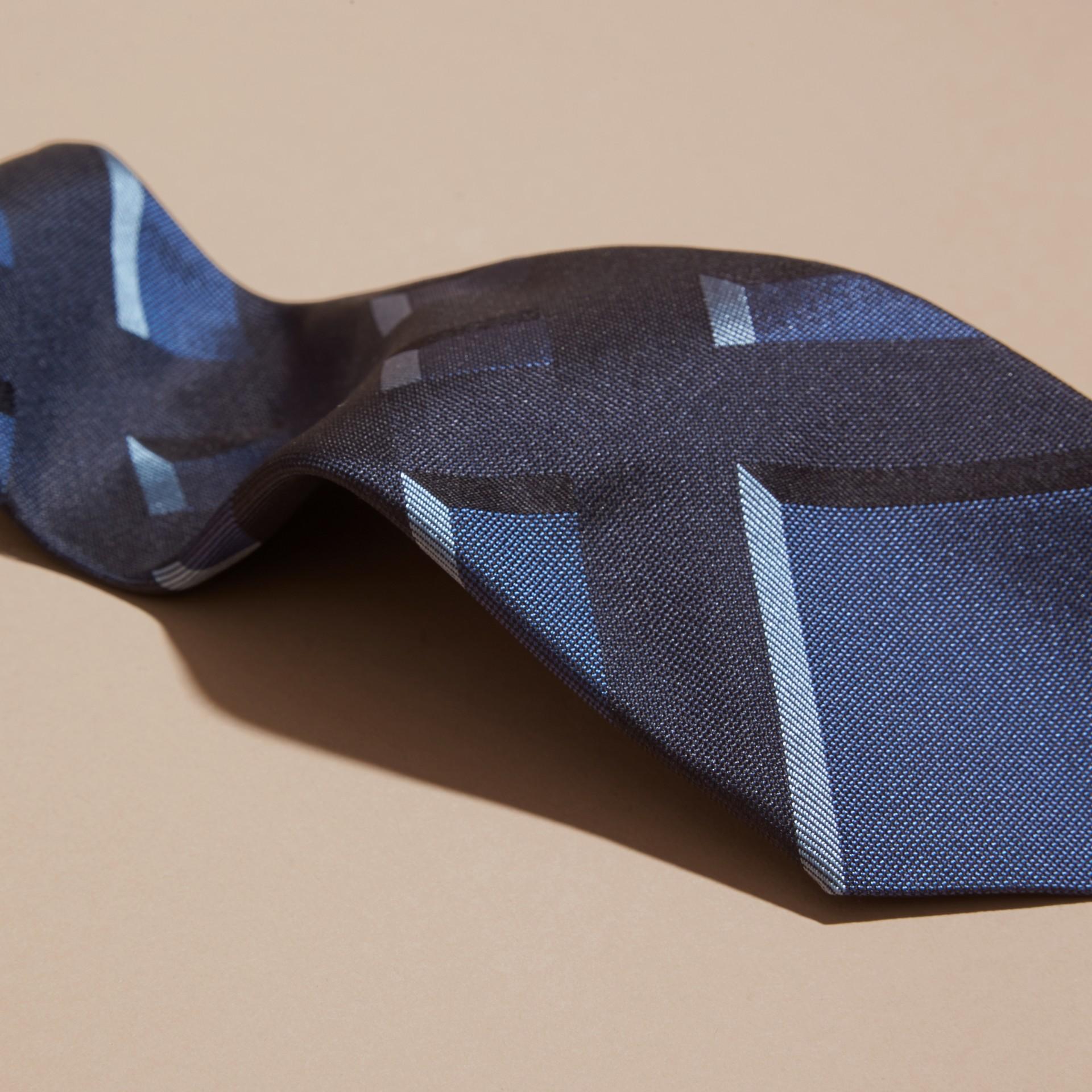 Bleu hortensia Cravate moderne en jacquard de soie à motif check Bleu Hortensia - photo de la galerie 2
