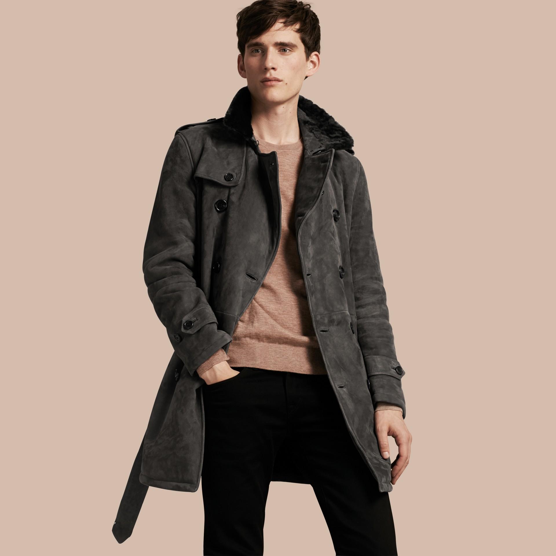 Nero fumo Trench coat in shearling - immagine della galleria 1
