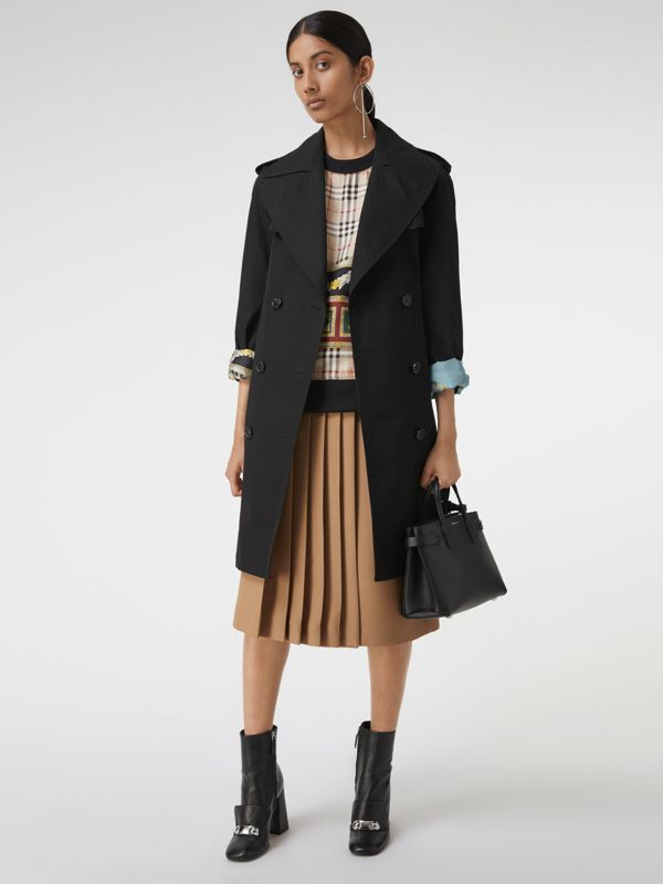 The Small Banner in Grainy Leather in Black - Women | Burberry United Kingdom - cell image 2