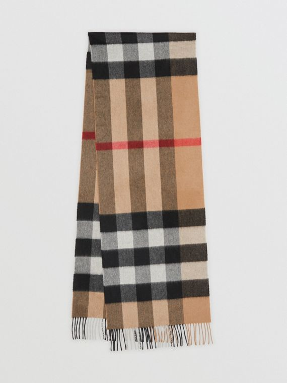 The Large Classic Cashmere Scarf in Check in Camel