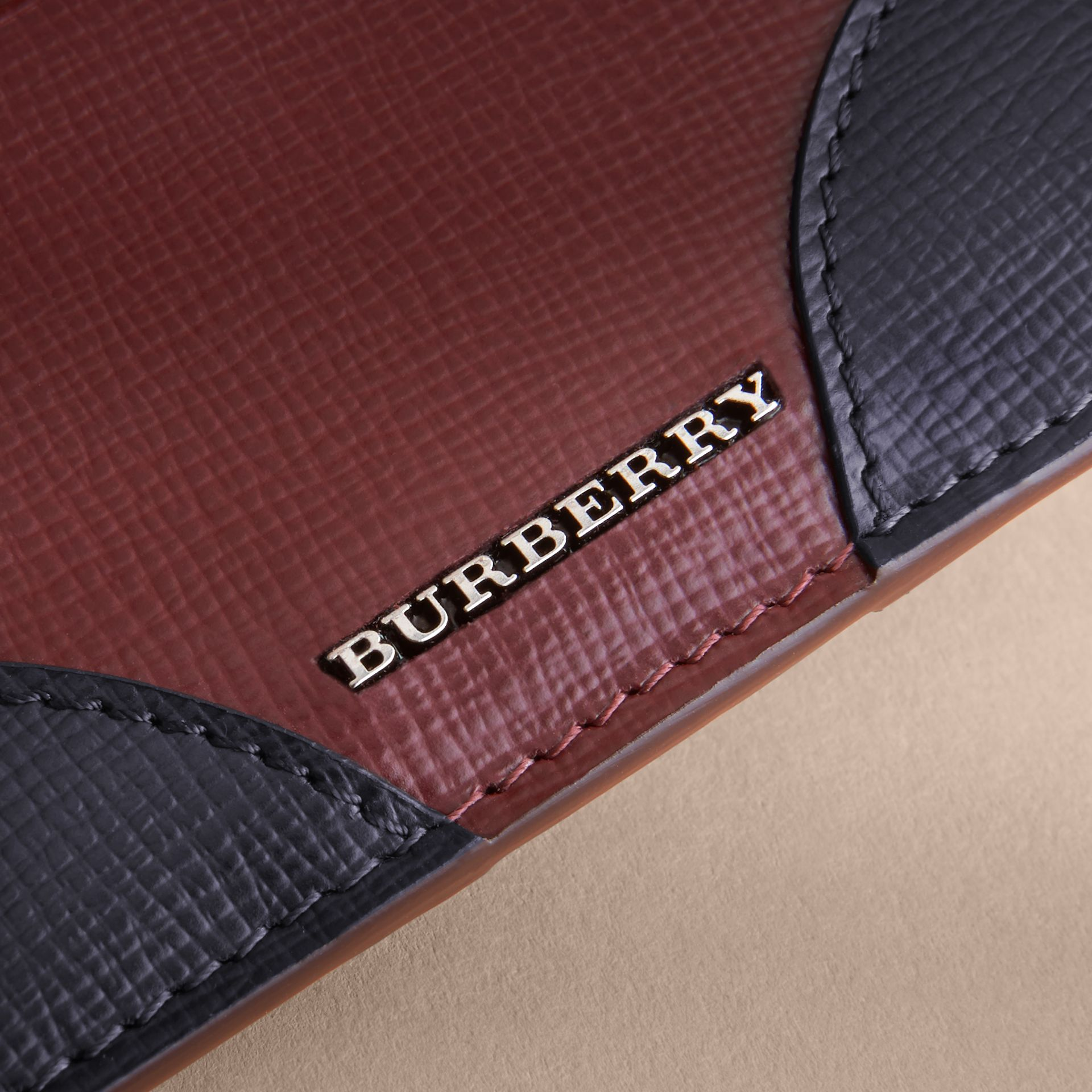 Contrast Corner London Leather Card Case in Burgundy Red - gallery image 4