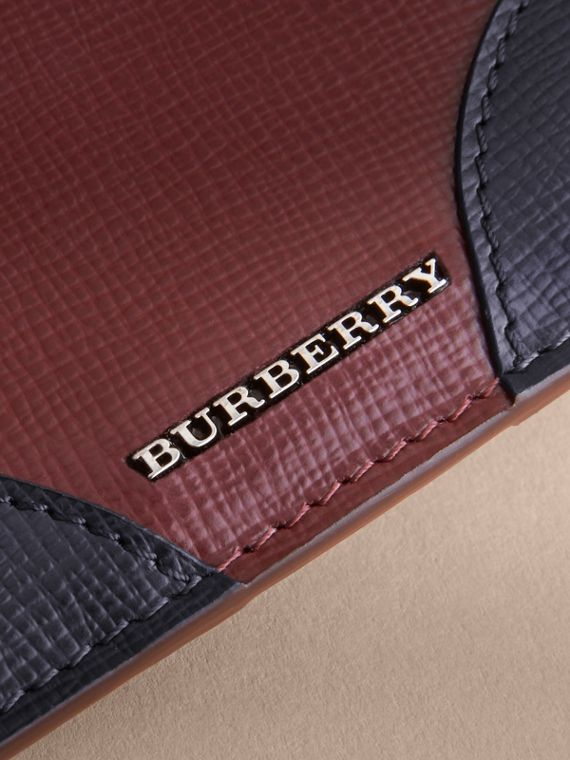 Contrast Corner London Leather Card Case in Burgundy Red - cell image 3