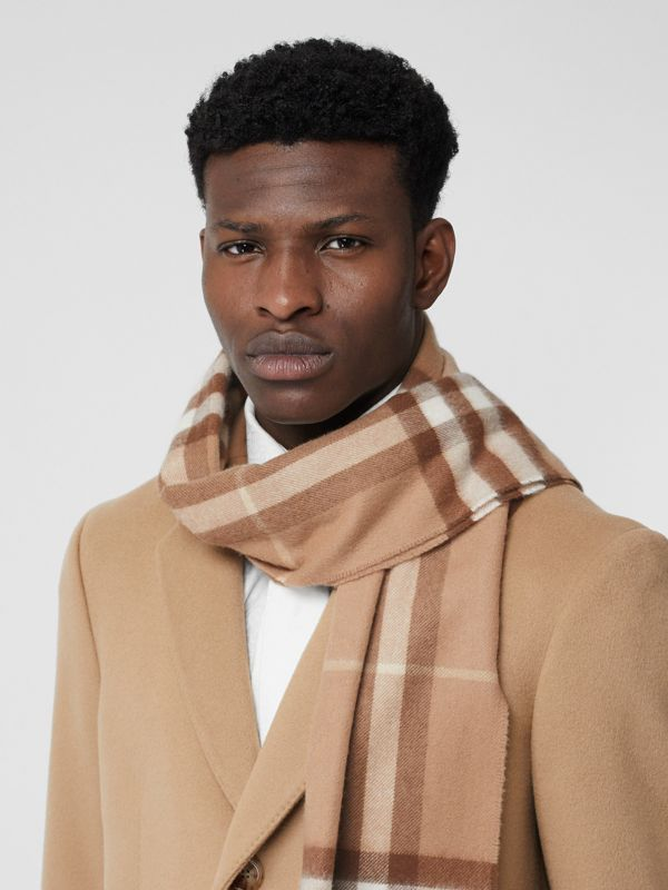 The Classic Check Cashmere Scarf in Mid Camel | Burberry Hong Kong S.A.R - cell image 3