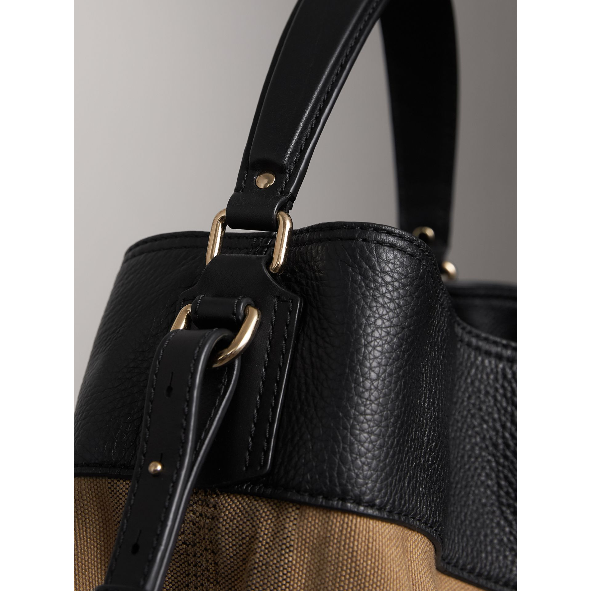 Sac The Ashby medium en toile Canvas check et cuir (Noir/noir) - Femme | Burberry - photo de la galerie 7