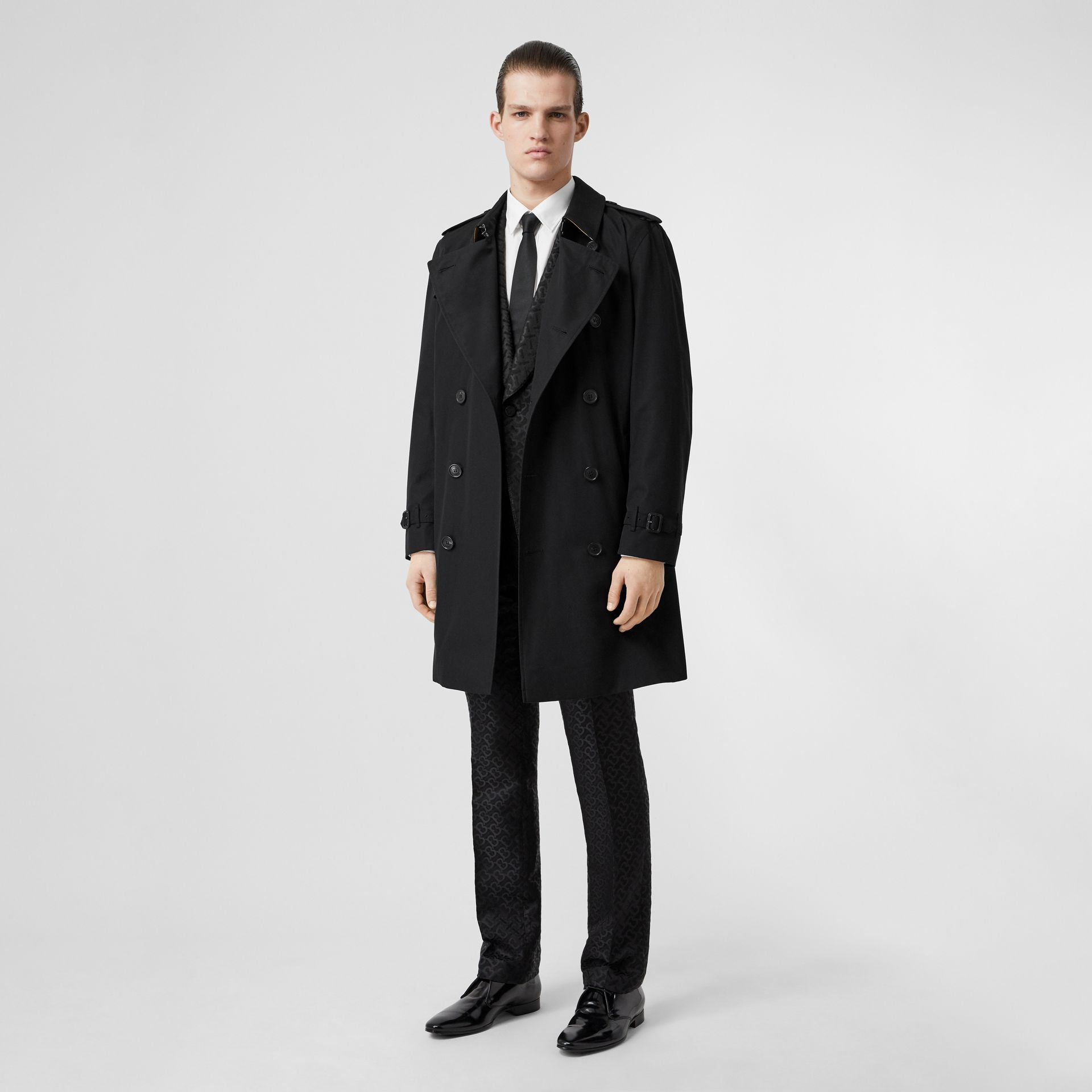 The Kensington Heritage Trench Coat in Black | Burberry Australia - gallery image 0