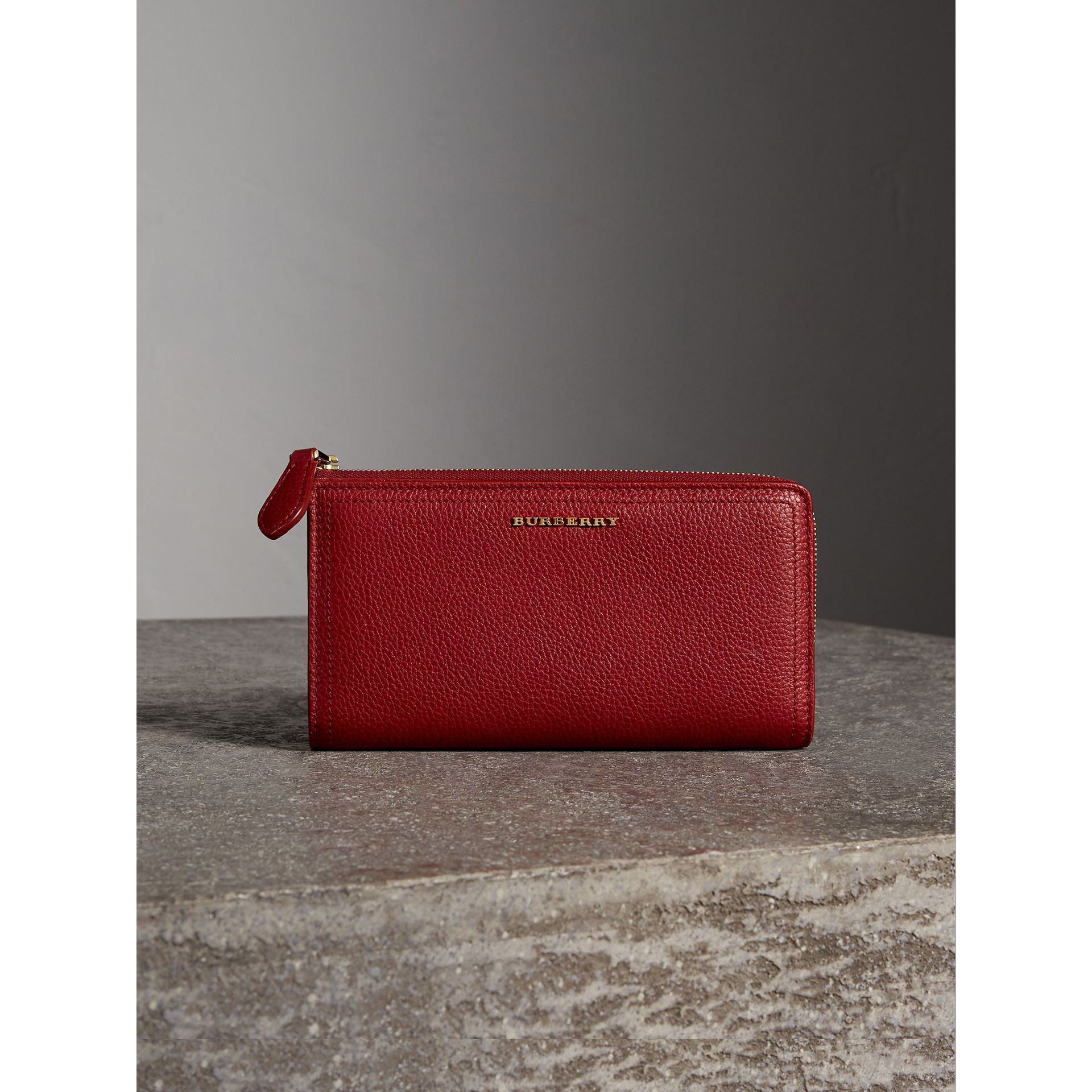 Grainy Leather Ziparound Wallet in Parade Red - Women | Burberry - gallery image 4