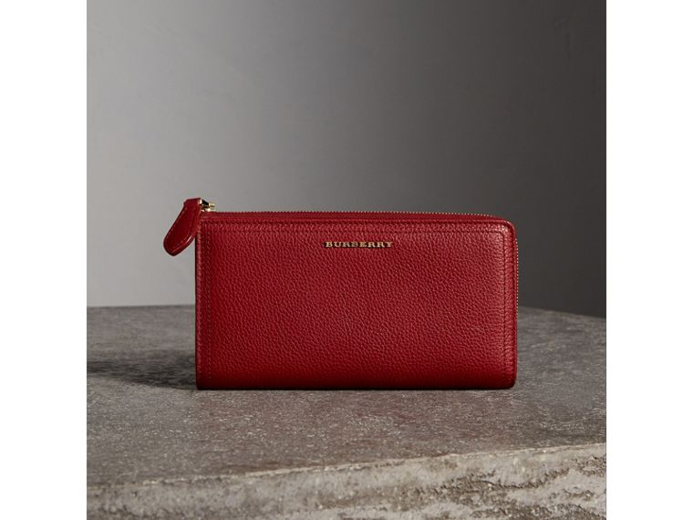 Grainy Leather Ziparound Wallet in Parade Red - Women | Burberry Australia - cell image 4