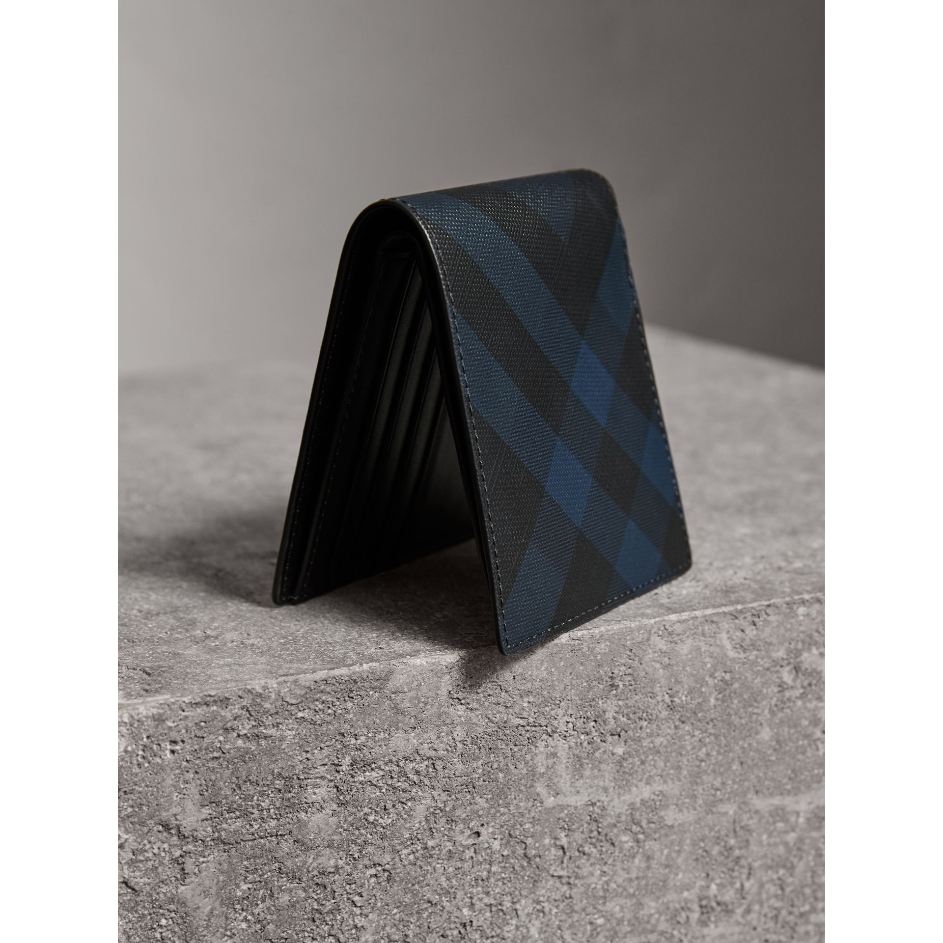 London Check ID Wallet in Navy/black - Men | Burberry - gallery image 2