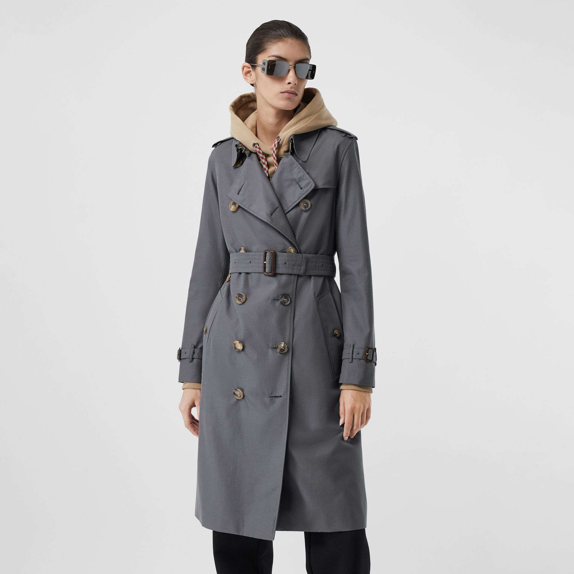 The Long Kensington Heritage Trench Coat in Mid Grey - Women | Burberry - gallery image 6