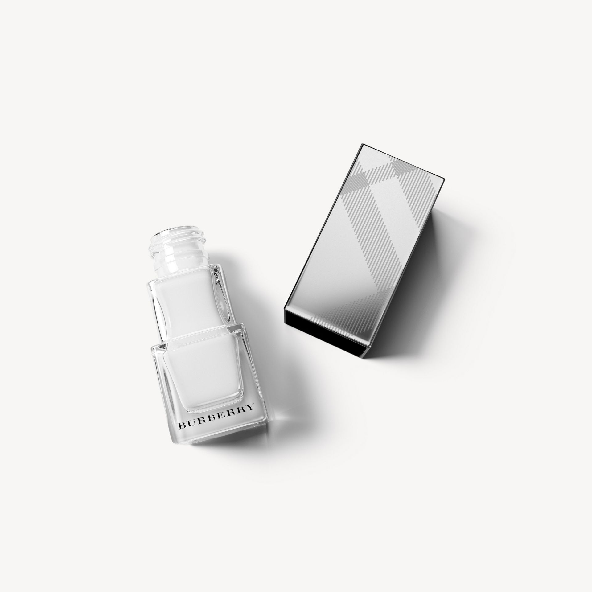 Nail Polish - Optic White No.440 - Femme | Burberry - photo de la galerie 1
