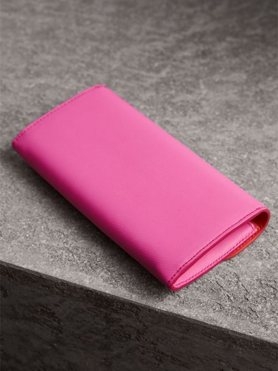 Two-tone Trench Leather Continental Wallet in Rose Pink/orange Red - Women | Burberry United Kingdom - cell image 2