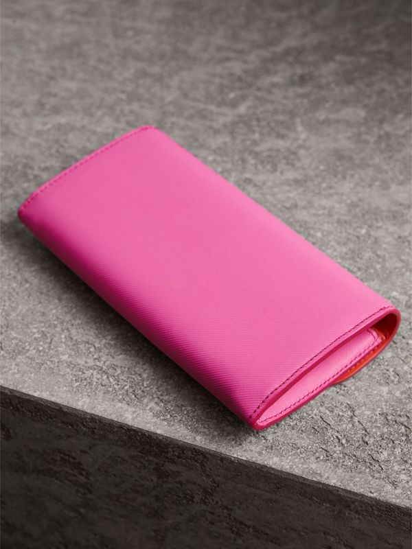 Two-tone Trench Leather Continental Wallet in Rose Pink/orange Red - Women | Burberry - cell image 2