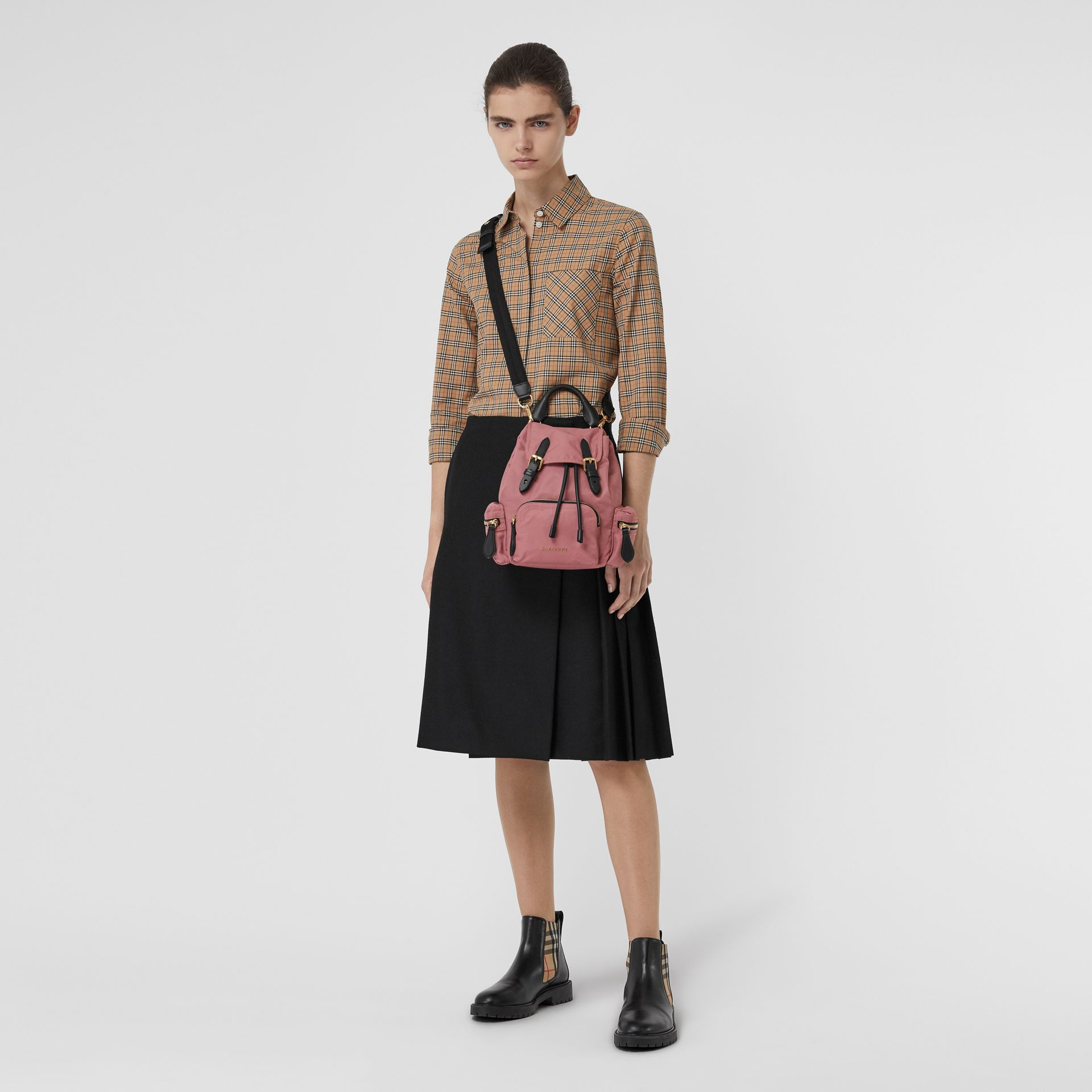 The Small Crossbody Rucksack aus Nylon (Malvenfarben-rosa) - Damen | Burberry - Galerie-Bild 2