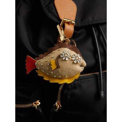Burberry Sole Fish Charm Bag Accessory in Natural Crystal SAsodT