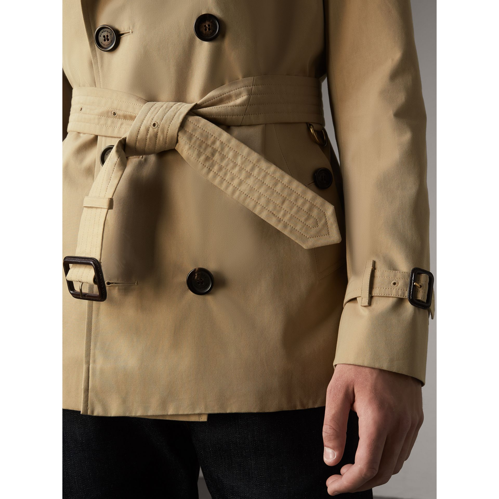 The Sandringham – Short Heritage Trench Coat in Honey - Men | Burberry - gallery image 6