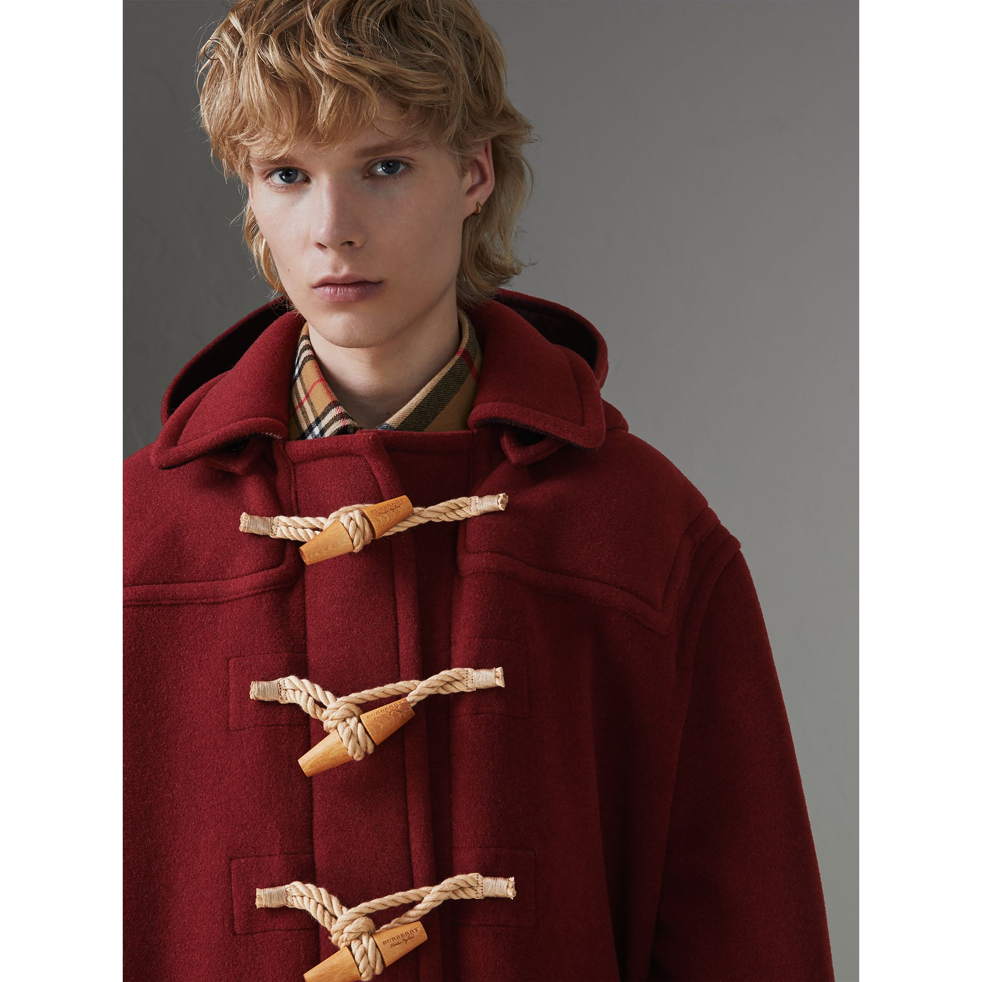 Duffle-coat oversize Gosha x Burberry (Bordeaux) | Burberry Canada - photo de la galerie 5