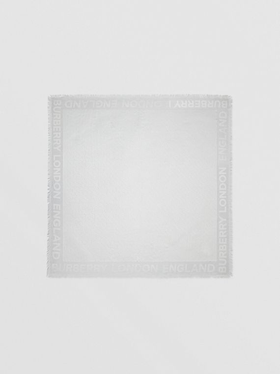 Grand carré de soie et laine à fines rayures en cristaux (Gris Galet Clair)