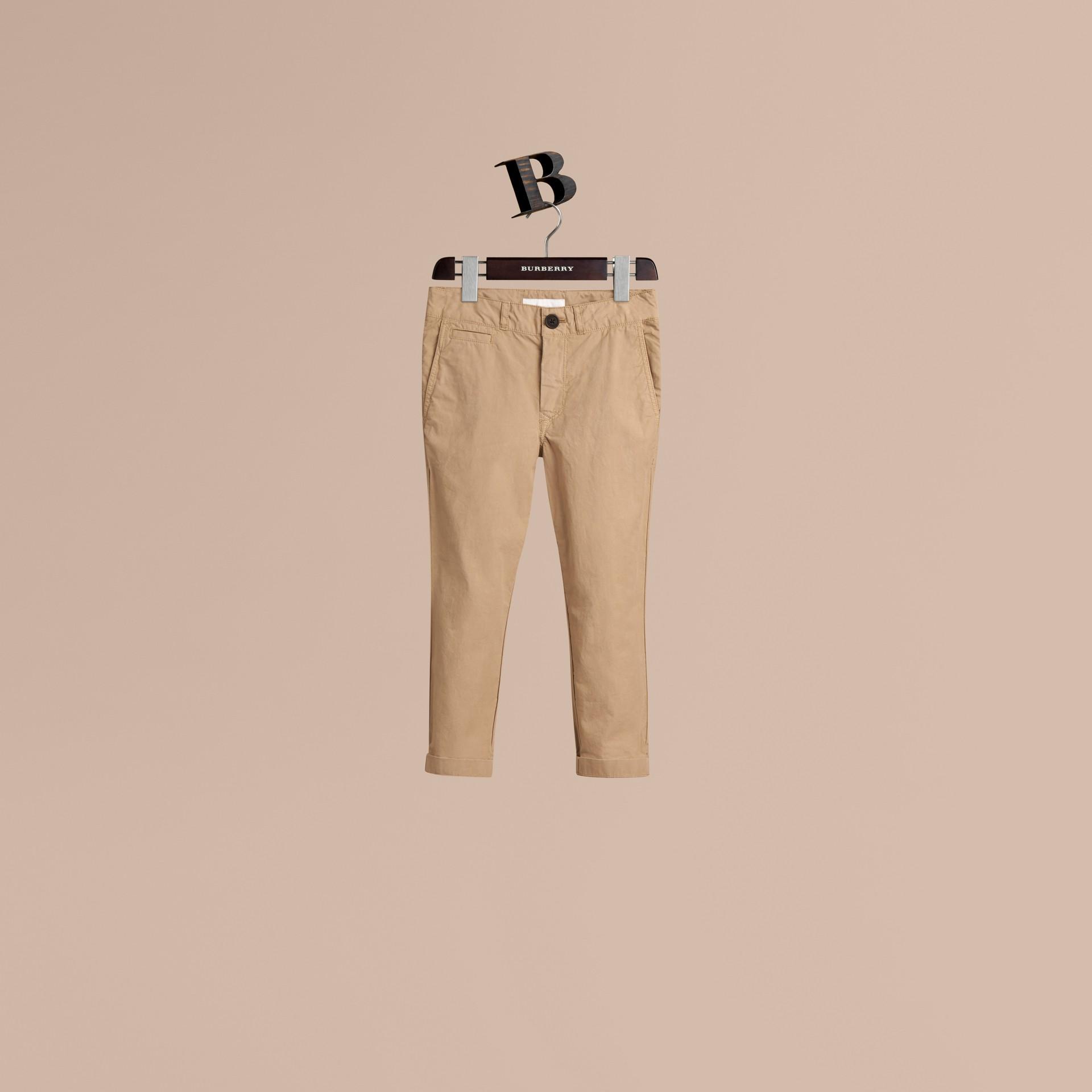 Miel Pantalon chino léger en sergé de coton - photo de la galerie 1