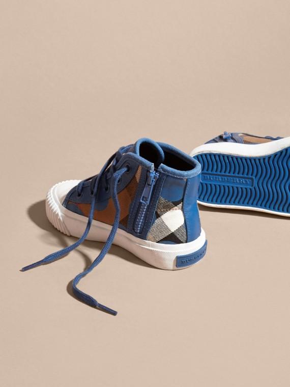 Bleu lupin Sneakers montantes à motif check et imprimé à cœurs, avec détails en cuir Bleu Lupin - cell image 3