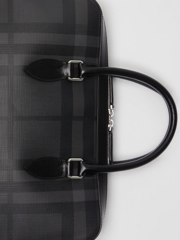 Pasta Barrow slim com estampa London Check (Grafite/preto) - Homens | Burberry - cell image 1