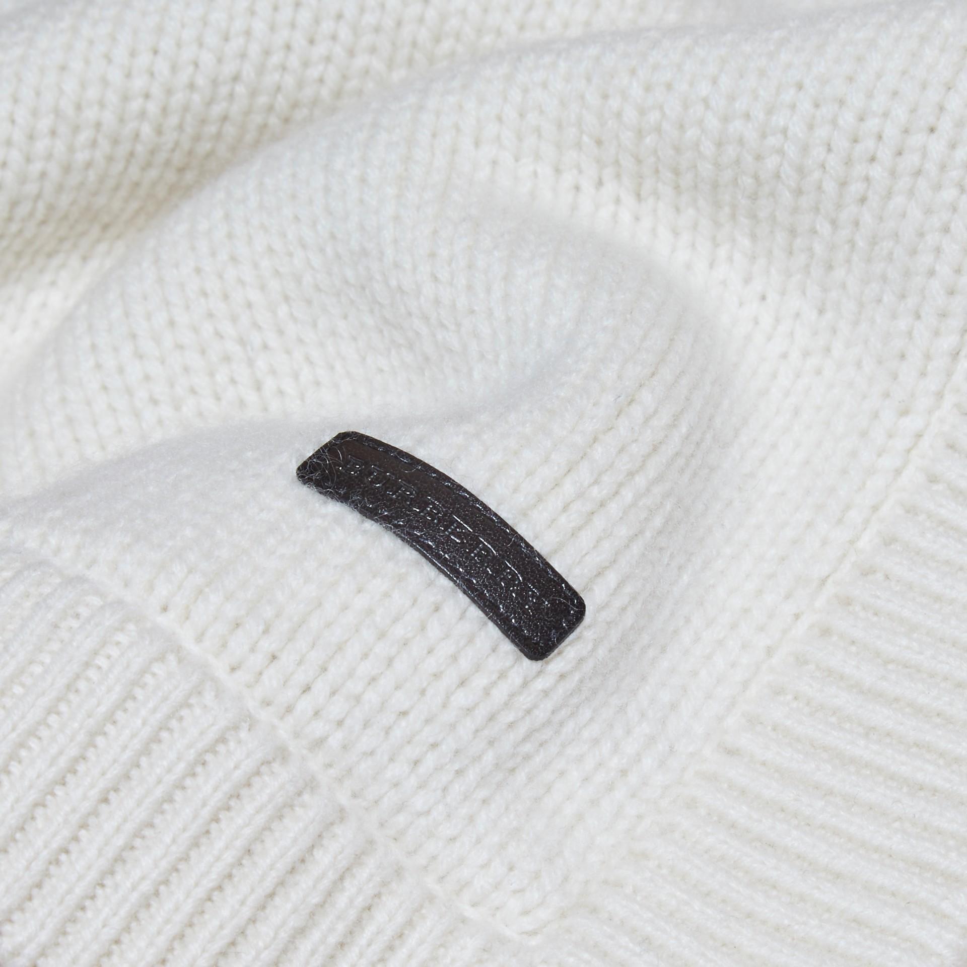 Bianco naturale Coperta per neonato in cashmere con cuore a intarsio - immagine della galleria 2